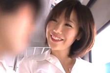「何が出ちゃいそうなの〜」美人OLに電車の中で童貞男子学生が痴女られ手コキ抜き!