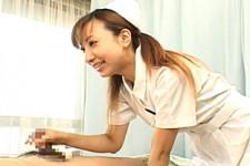 「元気になってきちゃいましたね〜我慢しなくていいですからね〜」茶髪ナースが長期入院患者に優しく声をかけて手コキ抜き!