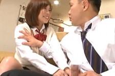 「立ってるじゃん〜じゃあ見せてよ〜」妹JKが姉旦那の肉棒にシャブリつき姉が側にいるのに痴女っちゃう!