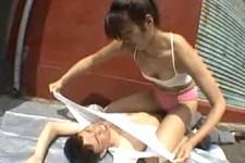 「なに女みたいな声だしてんだよ〜」長身ムキムキのドS女に罵倒され顔面騎乗で窒息プレイされるM男くん!