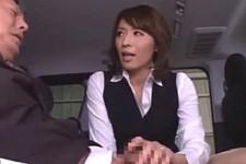 「何でこんなに固くしてるの〜ヒクヒクいってるじゃないの〜」美熟女の人妻に痴女られフェラ抜きさる営業マン!矢部寿恵