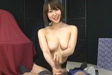 「私の手マンコまとわりつて気持ちいいでしょ〜」ロケットおっぱいの美女が淫語連発しながらねじり手コキ抜き!篠田ゆう