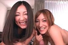 「ムラムラしてきたの〜何か出てきた〜」ルームメイトの美女2人に同時に主観責めされ手コキ射精!