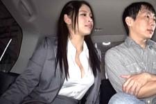 「さっきからオッパイ見てましたよね〜触りたかったんでしょ〜」爆乳美女OLが車の中でお客を言葉責めして爆乳ボディで枕営業!綾瀬みなみ