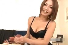 「すごいプルプルしてる〜」美人エステティシャンの主観手コキ潮吹き!水樹りさ