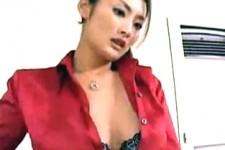 「舐めてあげるわコッチいらっしゃい」美人秘書に言葉責めされ手コキ抜きされるダメ社員M男!竹内紗里奈