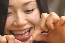 「小さいのにザーメン出るんだね」美少女JKに言葉責めされ手コキ抜きされる小さい体のM男くん!松野ゆい