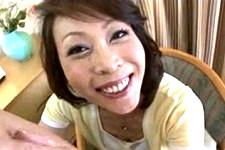 「今から気持ちいい事いっぱいしてあげる〜メッチャ大きいやん〜」美熟女がフェラに手コキでザーメン搾り取り!秋元夏希